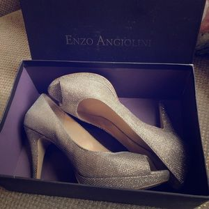 Enzo Angiolini Size 9 Gold Pumps